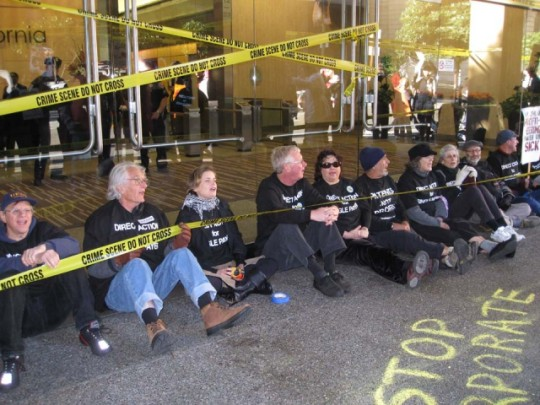 In San Francisco, about 200 people rallied in front of the 425 Market Street, where United HealthCare has clandestine offices. They then moved on to Blue Shield of California, where more than 30 people blocked the entrances, delaying workers coming to work and making a clear demand for insurance companies to get out of the way of health care.