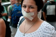 Woman at a 15M movement protest at the French consulate in Valencia, Spain. By Marc Sardon, via Flickr.