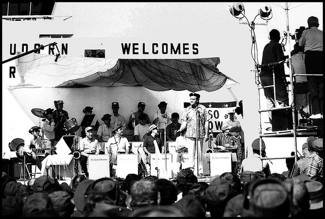 Bob Hope performs at the Udorn Royal Thai Air Force Base in 1968. (Flickr / Telmo32)