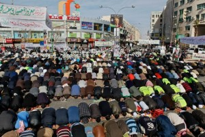 Mass public prayers during protest at Faras Circle in Amman, Jordan, on Jan. 18. (WNV/Omar Alkalouti)