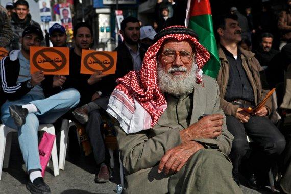 Jordanian man at Jan. 18 protest in Amman. (omaralkalouti.com/©Omar Alkalouti)