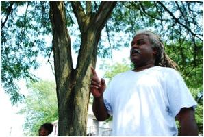 Wayne Curtis speaking outside Freedom Freedom Growers Farm. (WNV/Vanessa Zettler)