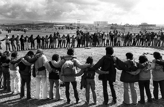 "The Abalone Alliance ""circling up"" at a Diablo Canyon protest in 1979. (FoundSF/Jessica Collett)"