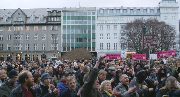 Protesters demand the resignation of the government in Reykjavík, Iceland, on November 15, 2008. (Wikimedia Commons/OddurBen)