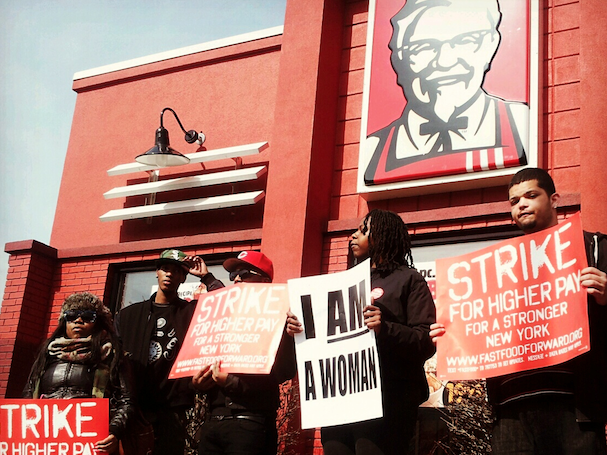 KFC workers protest outside the chain restaurant in Sunset Park, Brooklyn. (WNV/Diego Ibanez)