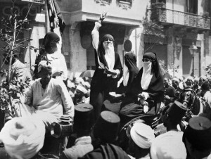 On May 24, 1919, an unidentified photographer shot a scene in which a woman with her face veiled addressed a group of Egyptians amid a nascent rebellion against British colonization. (Pinterest)