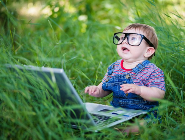 Studies show that children need time to sit and stare at the world around them — not just computer screens. (Shutterstock / Champion Studio)