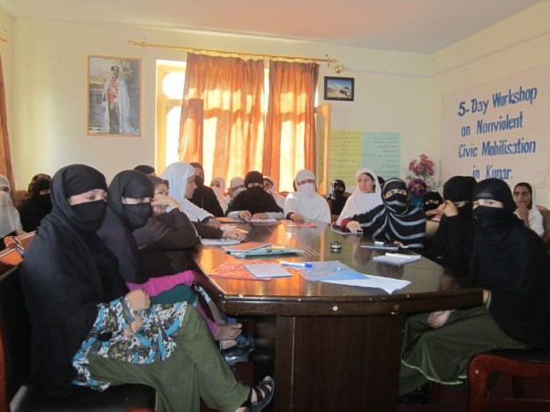 Afghan women participating in a workshop on nonviolent civil resistance in Kunar. (WNV/Ahmadullah Archiwal)