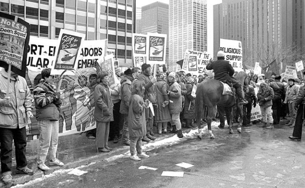 Protest against US involvement in the Salvadoran Civil War in Chicago, in March 1989. (Wikimedia Commons/Linda Hess Miller)