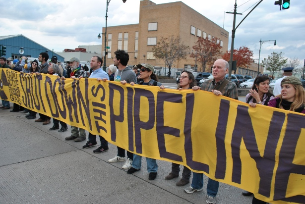 Protesters block Manahattan's West Side Highway, near the site of the Spectra pipeline. (WNV /Peter Rugh)