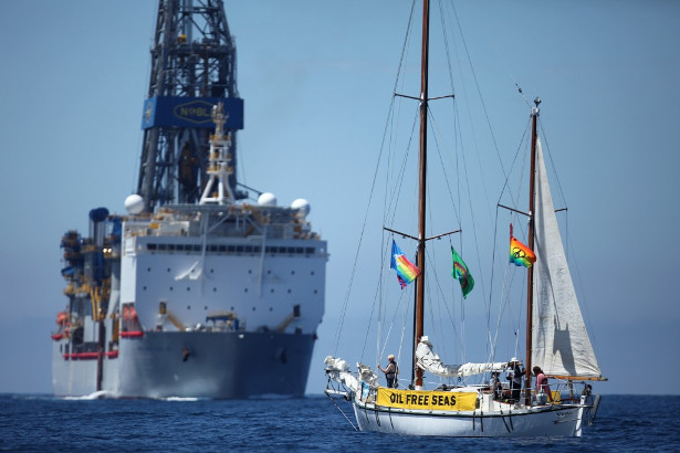 SV Vega confronts the Noble Bob Douglas drilling ship where oil giant Anadarko plans to drill, over 100 nautical miles off Raglan, on the west coast of New Zealand. (© Oil Free Seas Flotilla)