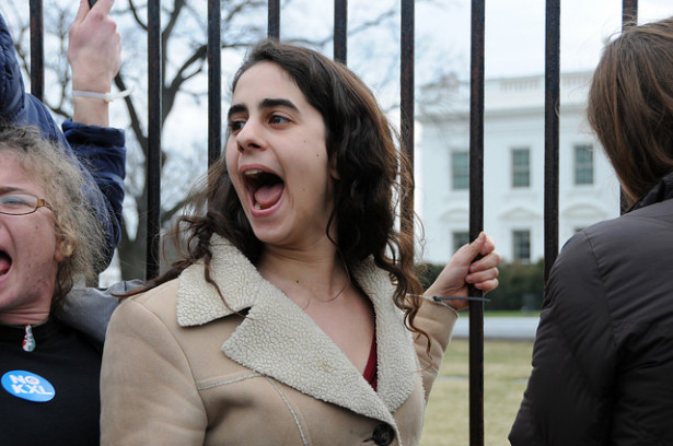Hundreds of young people zip-tied themselves to the White House fence on Sunday. (Flickr / Kristina Banks, EAC)