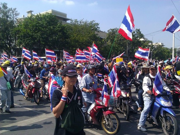 Anti-government protesters in Bangkok, on motorcycles while mobilizing to surround government offices on December 1, 2013. (Flickr/ilf_)