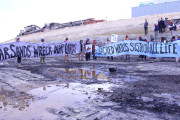 Activists blockade the Tar Sands construction in Utah (Flickr / 350)