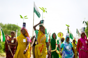 Women carrying saplings of Mango trees to symbolize the importance of Jal Jungle aur Zamin; water, forest and earth. (WNV/Ekta Parishad)