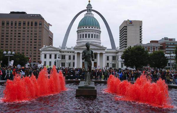 Protesters culture-jack a fountain running blood-red in St. Louis  as an (un)timely tribute to the Cardinals. (Twitter/Ainur Arenova)