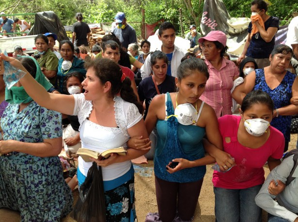Community activists link arms to block the arrival of machinery to the mine. (Guatemalan Human Rights Commission)