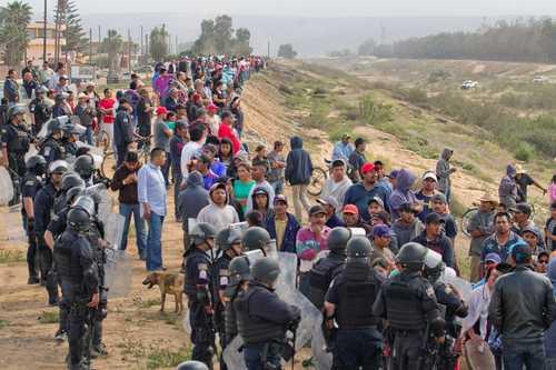 Farmworkers block the Transpeninsular Highway on March 18. (La Jornada/Edgar Lima Garrido)