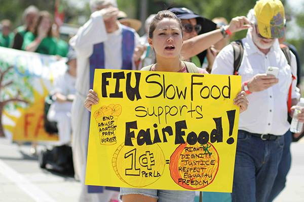 A student supporting the boycott at (Facebook / CIW)