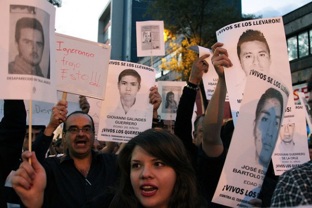 A march for Ayotzinapa in Guadalajara, Mexico on November 20. (Flickr/ Miriana Moro)