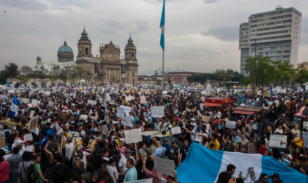 Nearly 65,000 people gathered in Guatemala's Central Park on May 16 in a day of national action to demand the resignation of corrupt politicians. (WNV/Jeff Abbott)