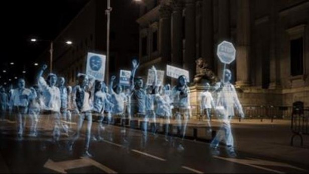The first holographic protest on April 10 in Madrid. (PressTV)