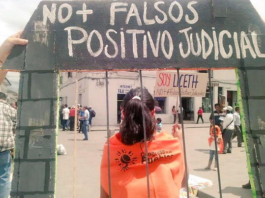 "In a sign that reads ""No legal false positives,"" activists in Popayán show solidarity with the 16 jailed activists (WNV / Irene Arenas)"