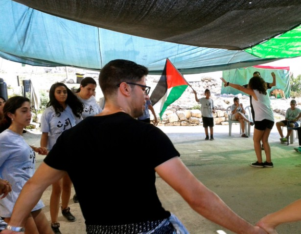 A workshop at the August 2014 Roots Camp teaching dabke, the traditional Palestinian dance. (WNV / Melanie Nakashian)