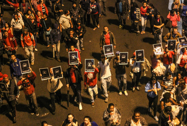 Protesters carry signs in homage of the people killed in the massacre led by police officers in São Paulo's march anti-impeachment on August 20. (WNV/ Midia NINJA)