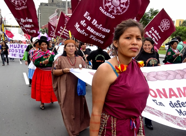 An estimated 5,000 people marched towards the World Bank and IMF conference, including members of dozens of labor, feminist, indigenous, environmental, youth and agriculturalist organizations. (WNV/Michael Wilson)