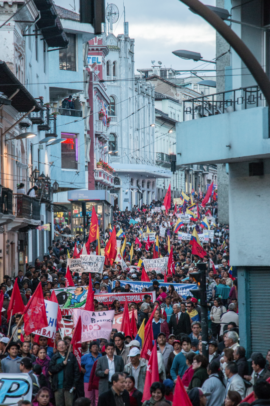 A broad coalition marched against President Rafael Correa in Quito's colonial city center on March 17. (WNV/Elizabeth Farinango)