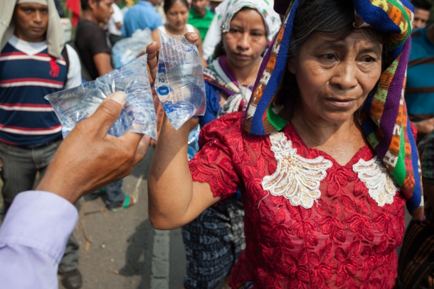 Supporters share bags of water with marchers as they arrive to the city of Mazatenango, Suchitepequez. (WNV/Jeff Abbott)