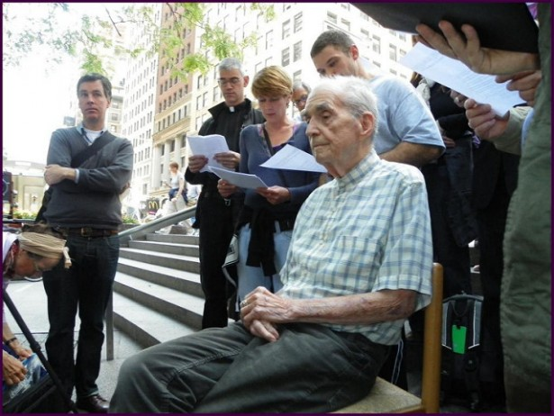Daniel Berrigan participating in a prayer service in support of Occupy Wall Street in 2012. (Flickr/Al-Nite Images)