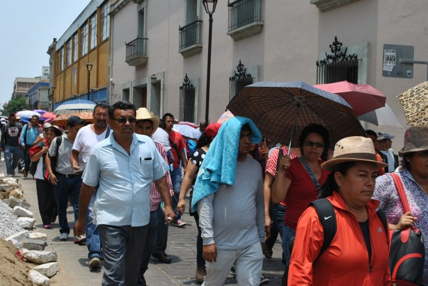 Oaxacan teachers sport umbrellas to shield themselves from the afternoon sun as they march in protest of the education reforms. (WNV/Shirin Hess)