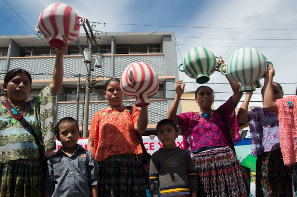 Women carried inverted water containers to symbolize the loss of access to the water of the river during a march in Guatemala City on Oct. 17. (WNV/)